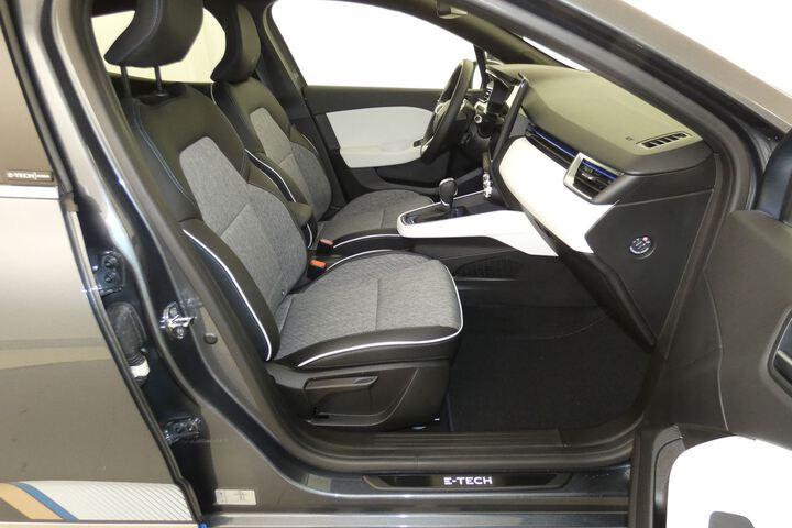 Inside Clio Híbrido  Gris Titanium