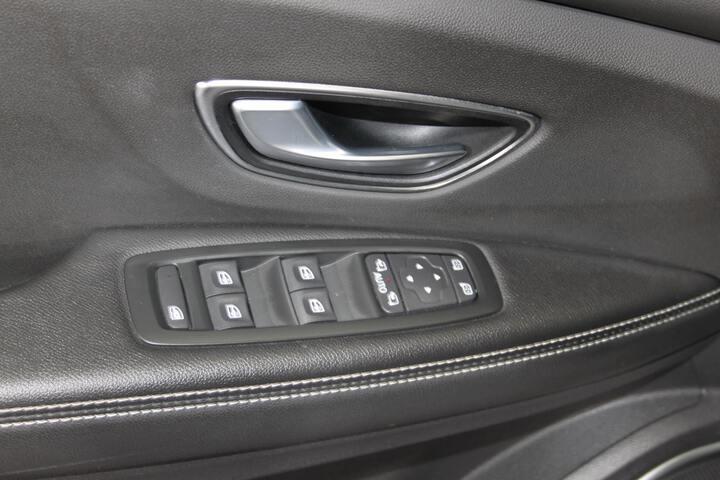 Inside Grand Scénic Diesel  BLANCO NACARADO CON