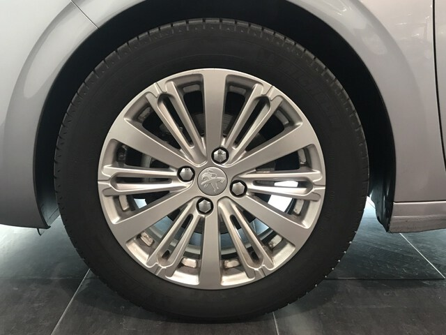 Outside 208 Diesel  Gris Platinum