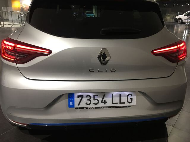 Outside Clio Híbrido  GRIS