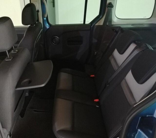 Inside Kangoo Combi Diesel  AZUL