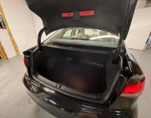 Inside A3 Sedán Diesel  Negro brillante
