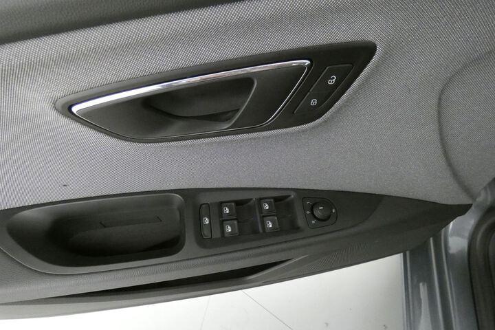 Inside León Diesel  Gris Pirineos