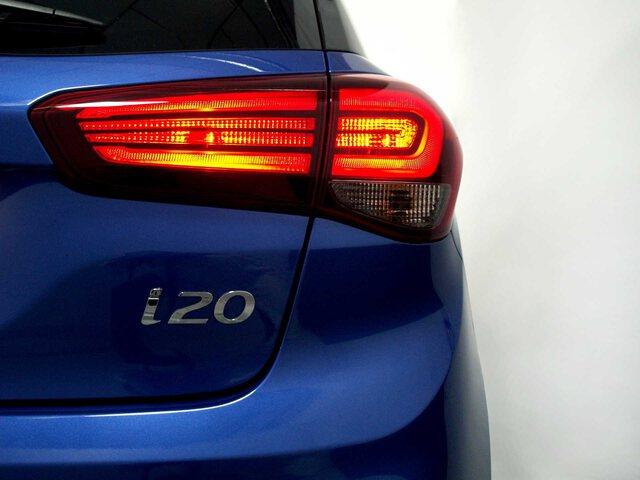 Outside i20  Azul