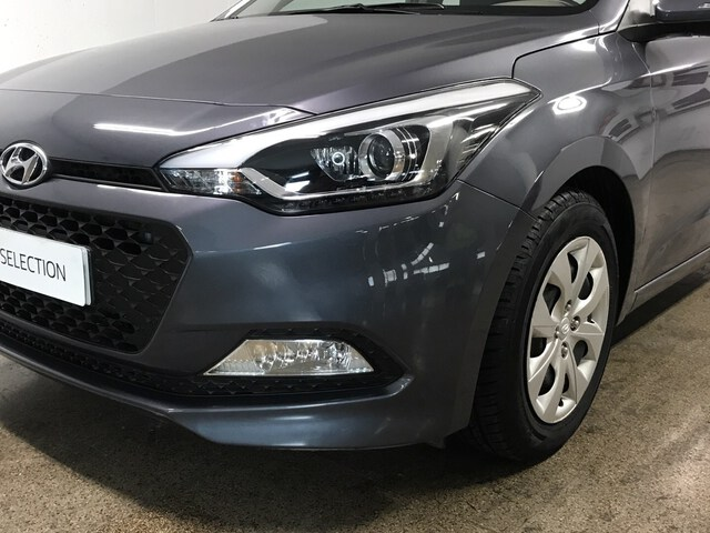 Inside i20 Active Diesel  Sleek Silver
