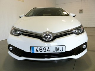 Outside Auris Touring Sports Diesel  Blanco perlado