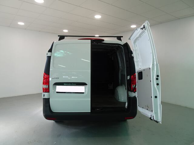Inside Vito Furgón Diesel  Blanco ártico