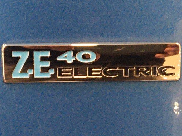 Outside Zoe  Azul Eléctrico