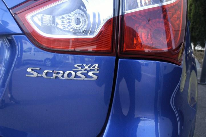 Outside SX4 S-Cross Diesel  AZUL