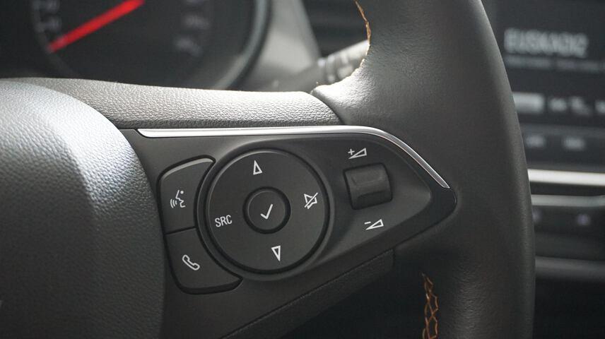 Inside Crossland X Diesel  Blanco Alpino