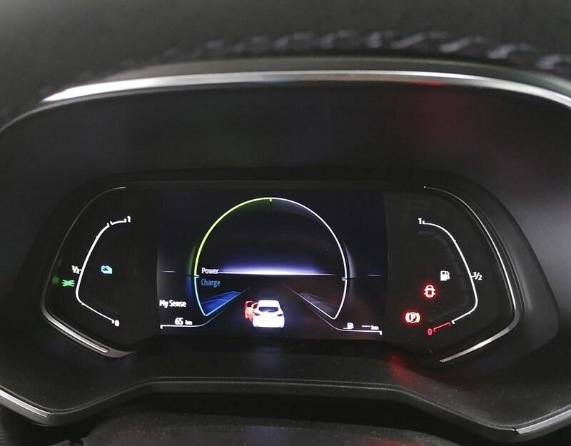 Inside Clio Híbrido Gasolina  Blanco Quartz