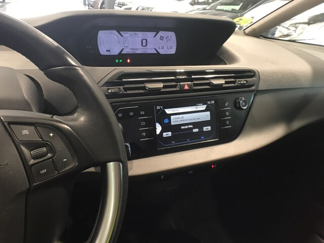 Inside C4 Picasso Diesel  Blanco Banquise