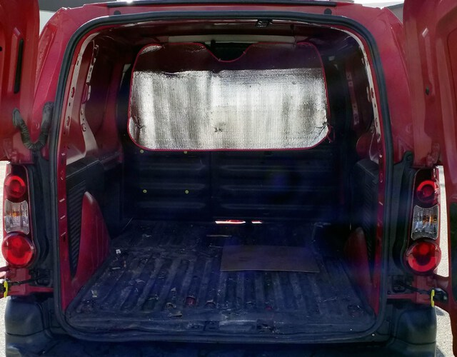 Inside Berlingo Combi Diesel  GRANATE