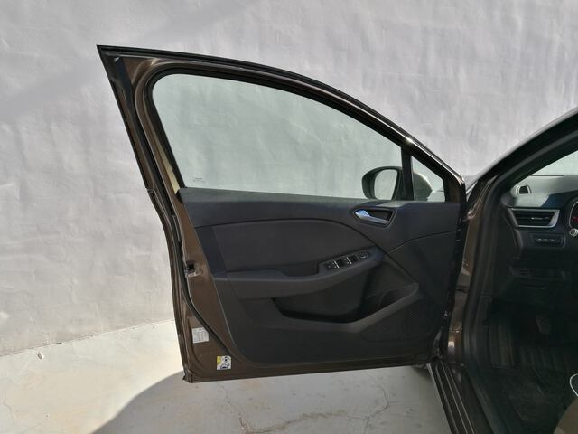 Outside Clio  Marron Vision