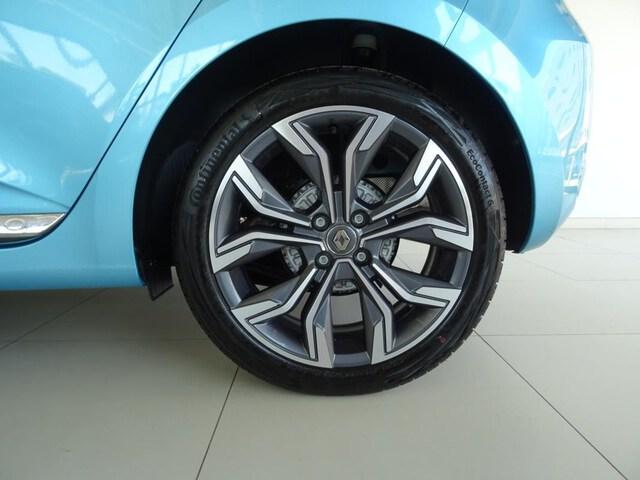 Outside  CLIO  Azul Celadon