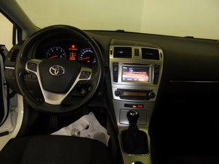 Inside Avensis Cross Sport Diesel  Blanco Classic