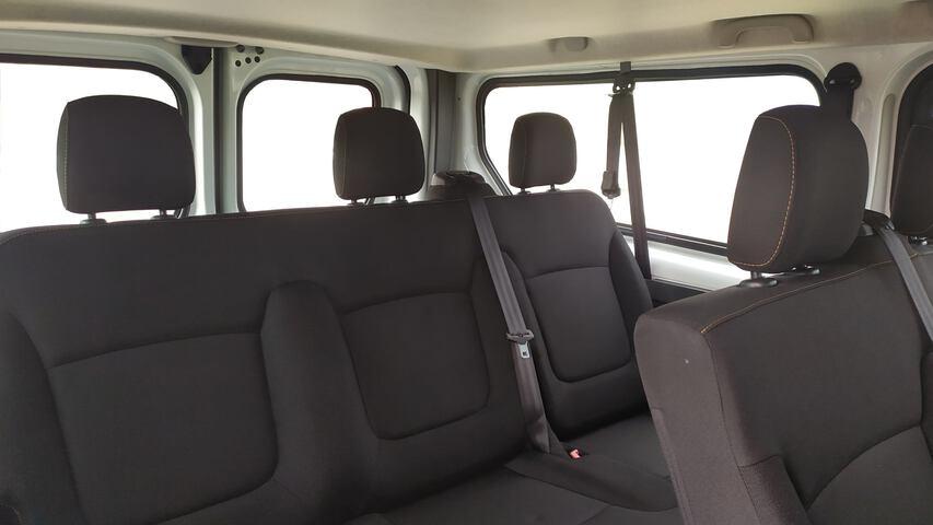 Inside Trafic Combi Diesel  Blanco Casablanca