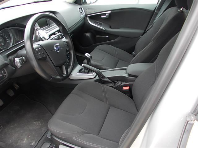 VOLVO V40 II 2012 01151100_VO38053436