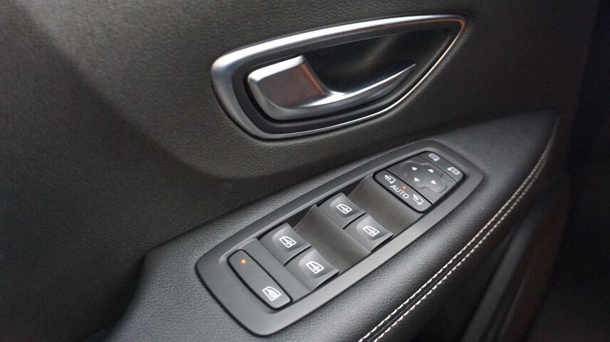 Inside Grand Scénic Diesel  Gris Platino