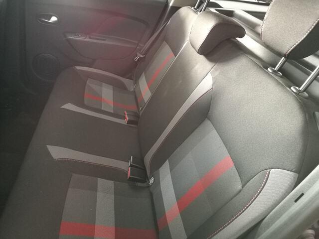 Inside Logan MCV  Gris Cometa
