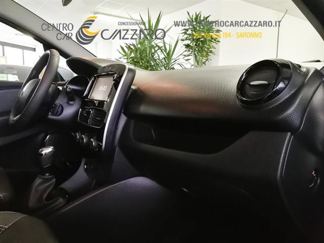RENAULT Clio 00242159_VO38023217