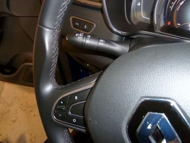 Inside Kadjar Diesel  Azul Iron