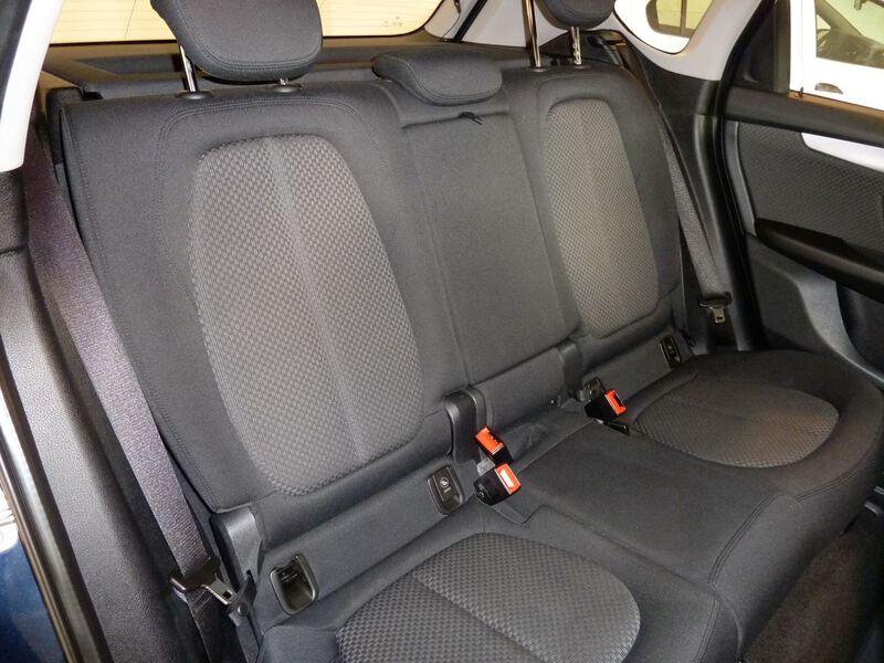 Inside Serie 2 F45 Active Tourer Diesel  Schwarz