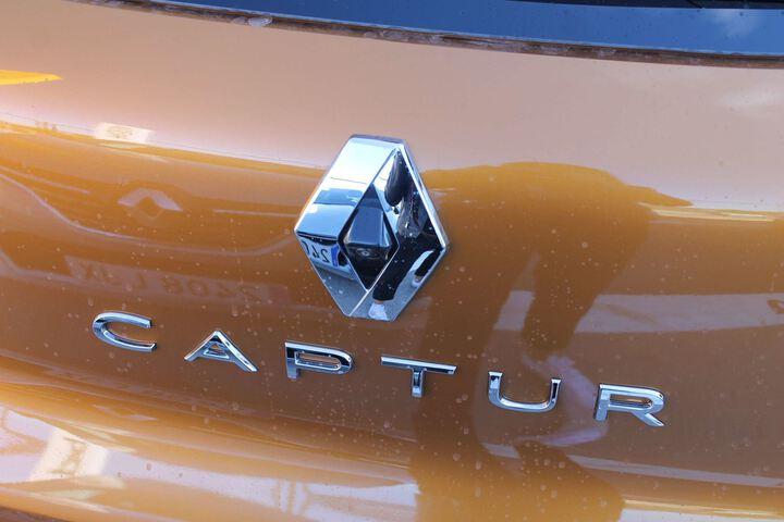 Outside Captur Híbrido Enchufable  NARANJA