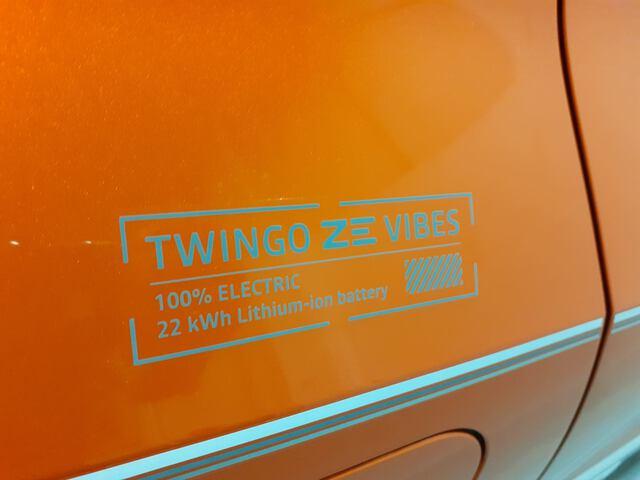 Outside  Nuevo Twingo E-Tech eléctrico  Naranja Valencia