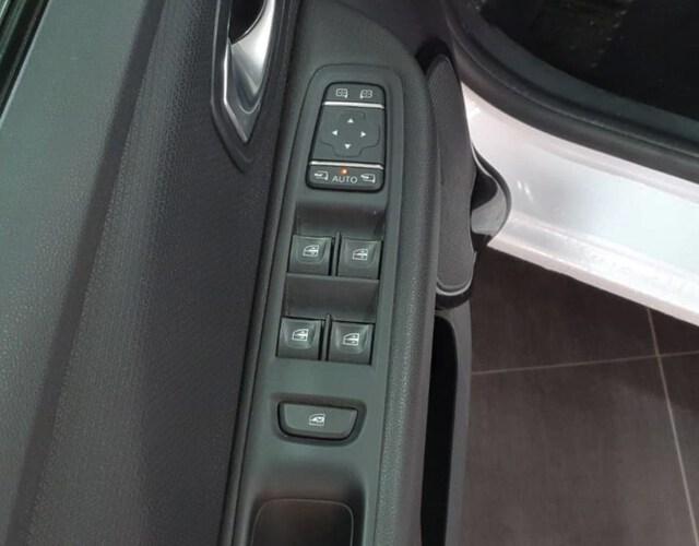 Inside Clio Sport Tourer Diesel  Blanco Nacarado