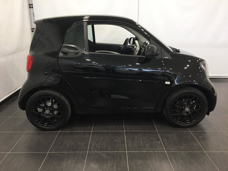 Outside Forfour  NEGRO