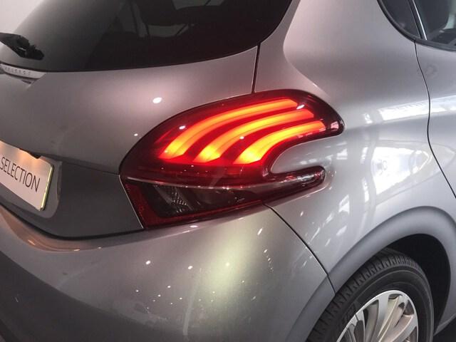 Inside 208 Diesel  Gris Platinum