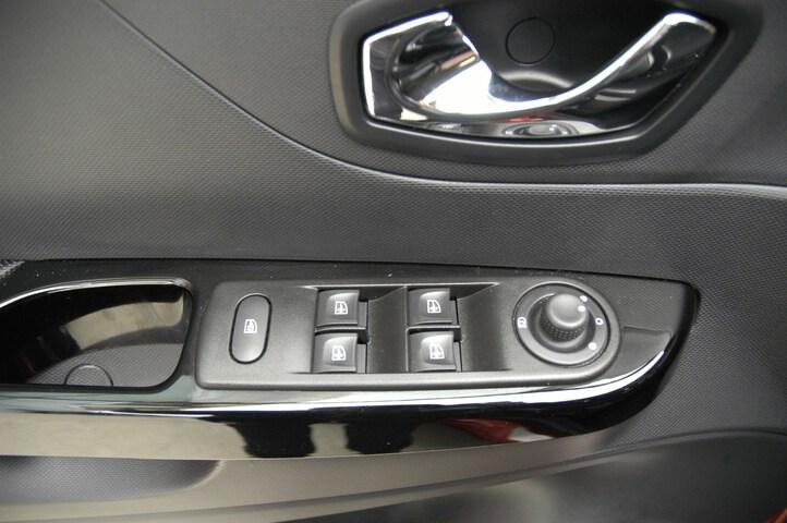 Inside Captur Diesel  GRANATE