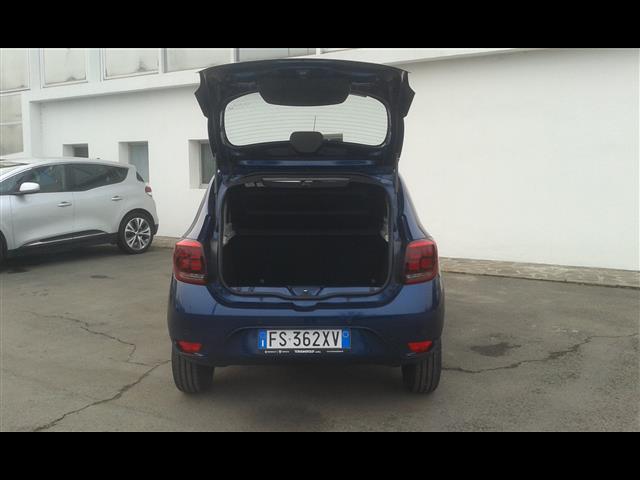 DACIA Sandero 00041435_VO38013018
