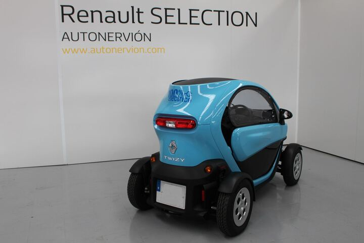 Outside Twizy  Azul Caribe