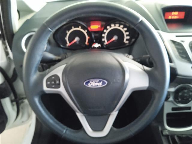 FORD Fiesta 00012675_VO38043670