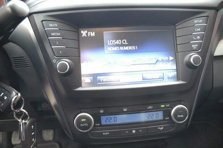 Inside Avensis  NEGRO