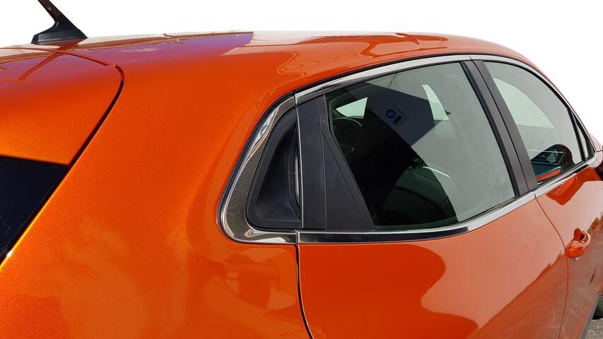 Outside Clio  Naranja