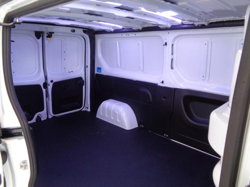 Außenausstattung Renault Trafic L2H1  gletscher-weiß       weiss