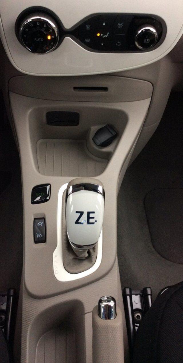 Inside Zoe  Azul Eléctrico