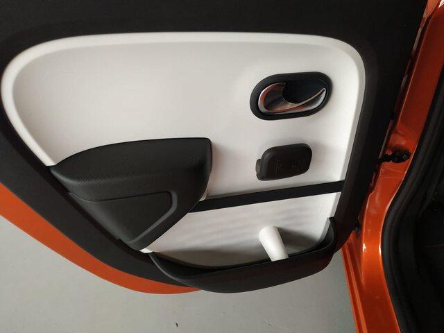 Inside  Nuevo Twingo E-Tech eléctrico  Naranja Valencia