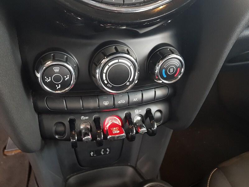 Inside Mini F55 Diesel  Chili Red