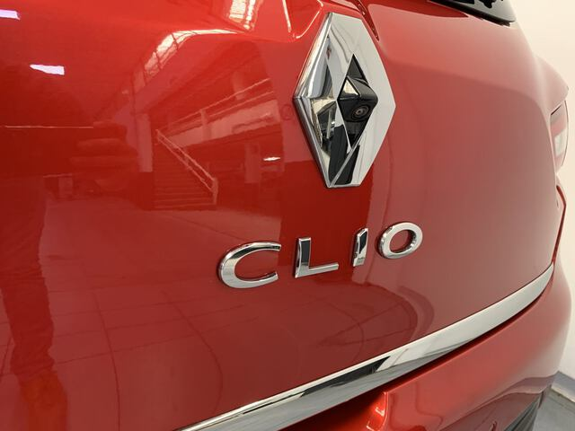 Outside Clio  Rojo Deseo