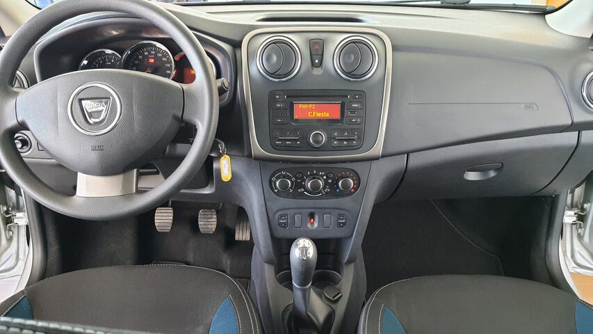 Inside Logan Diesel  Gris Platino