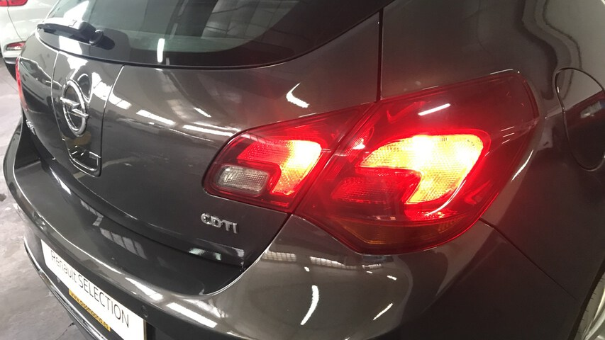 Outside Astra Diesel  Gris