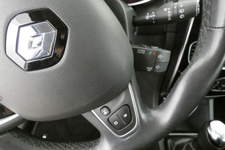 Inside Clio Sport Tourer Diesel  Blanco Glaciar