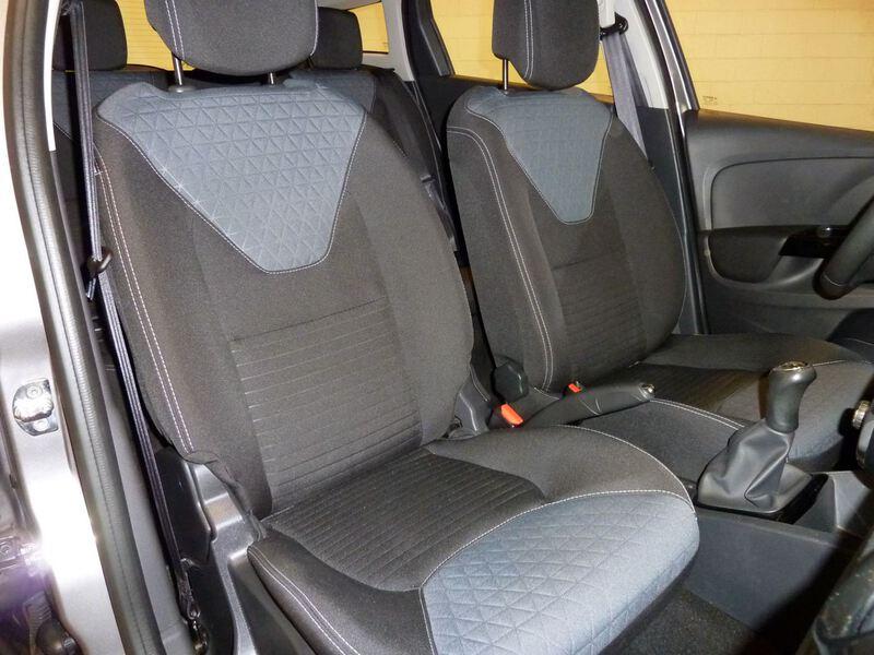 Inside Clio Sport Tourer Diesel  Gris Casiopea