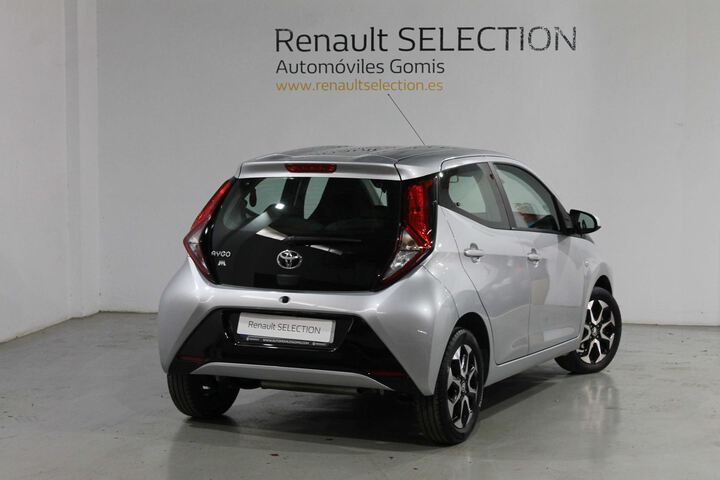 Outside Aygo  GRIS
