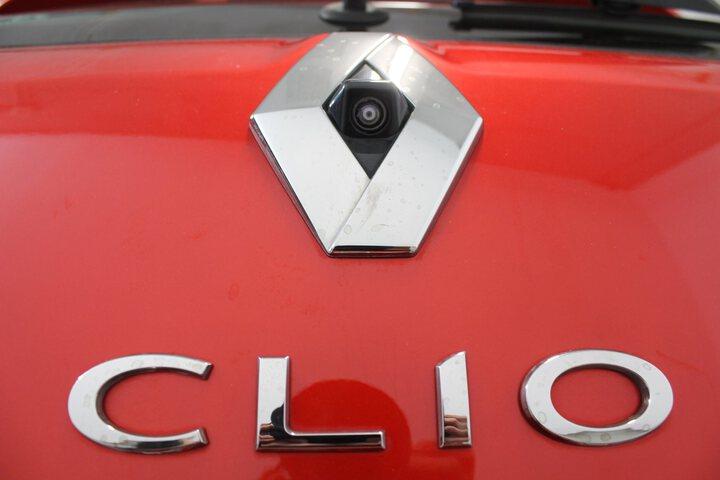 Outside Clio  Rojo