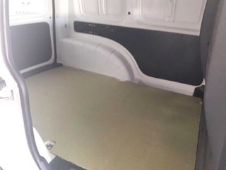 Inside Caddy Furgón Diesel  Blanco Puro